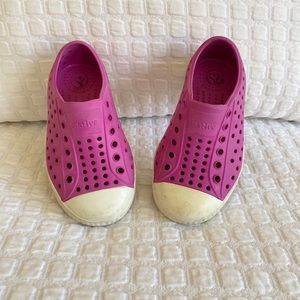Native Jefferson Shoes | Toddler Size 7 | Fuchsia